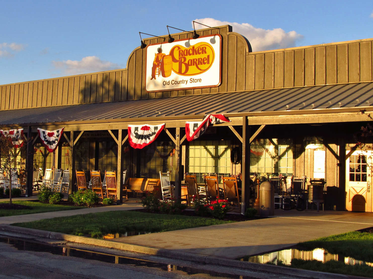 CRACKER BARREL IS COMING TO LAS VEGAS
